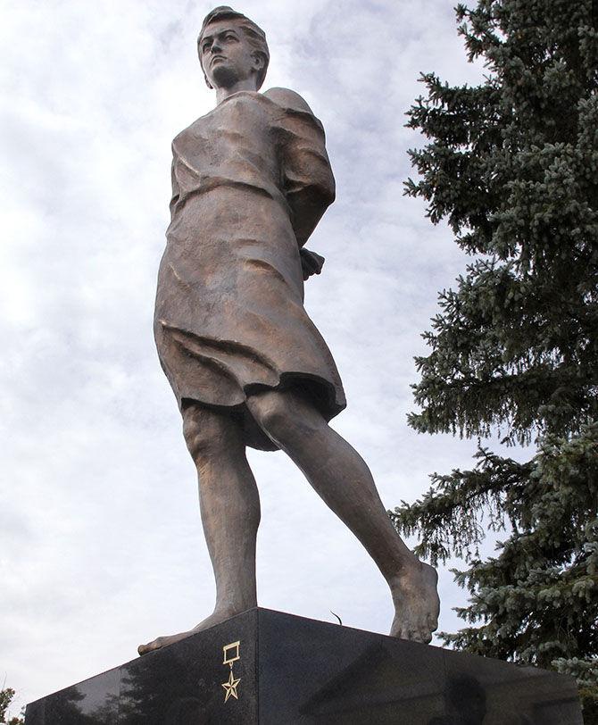 Памятник Зина Портнова 2.jpg