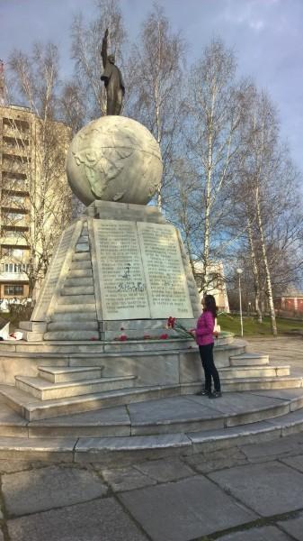 Ленин на земном шаре Нижний Тагил.jpg