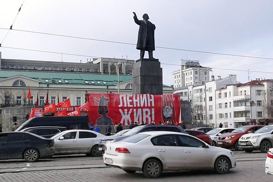 Ленин жив 01.jpg