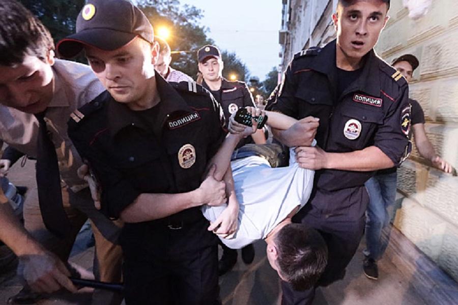 Полиция и Левичев.jpg