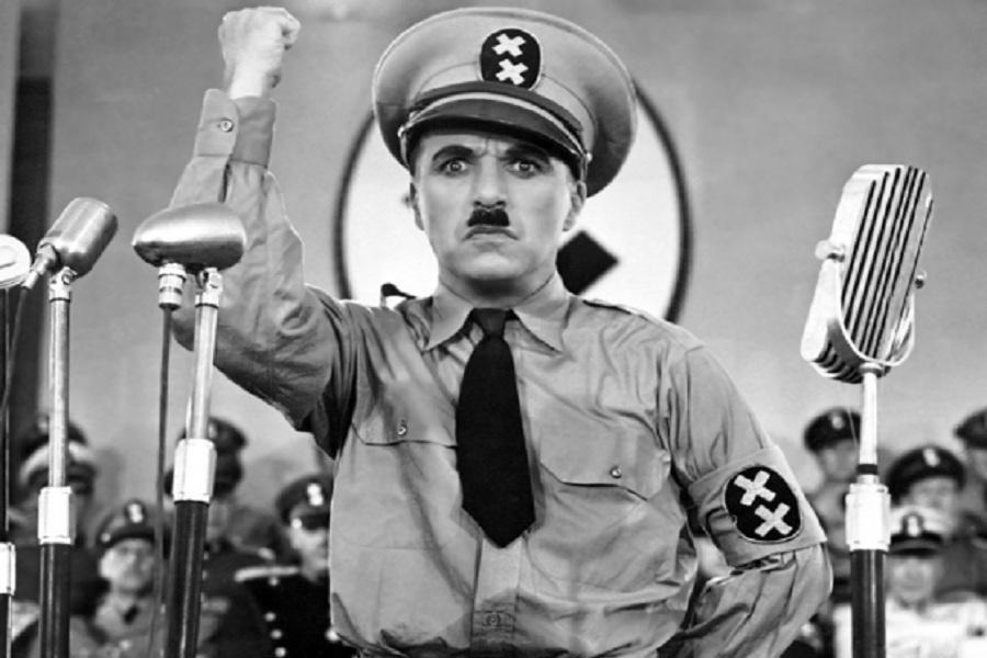 Чарльз Чаплин в фильме Великий диктатор 1940 США.jpg