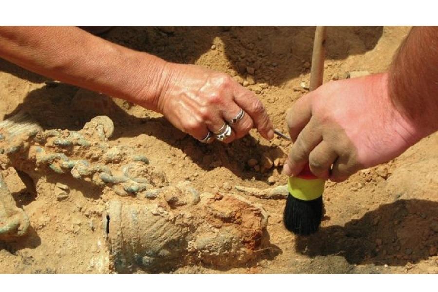 Археологи.jpg