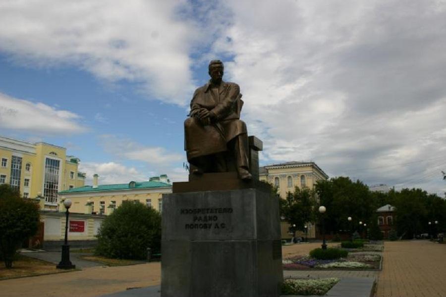 Памятник Попову.jpg