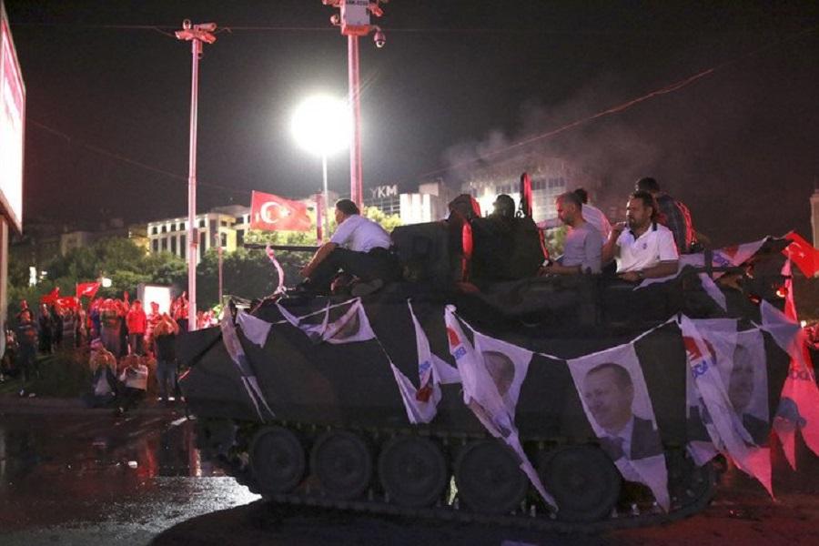 Мятеж в Турции.jpg
