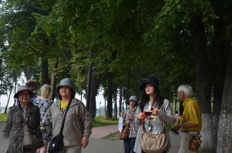 Суздаль 10 туристы.JPG