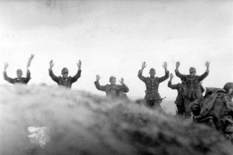 Немцы двумя руками голосуют за переименование Кёнингсберга в Калининград.jpg