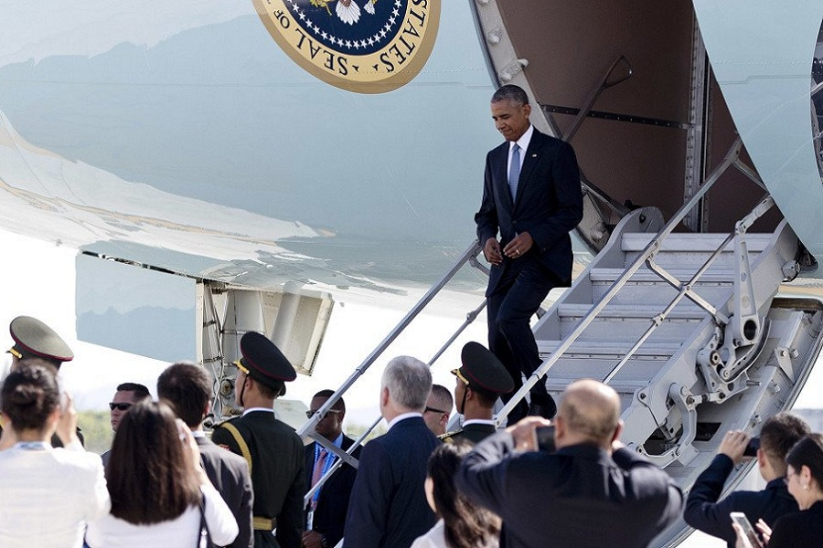 Обама самолёт.jpg