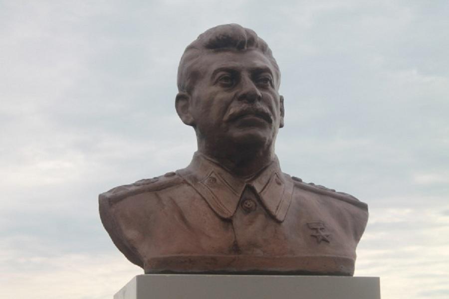 Бюст Сталину .jpg