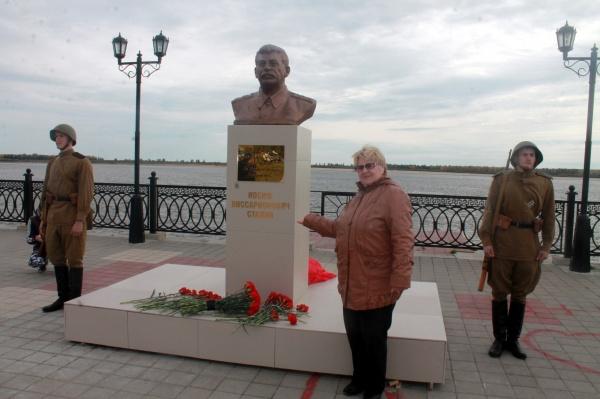 Бюст Сталину 1.jpg