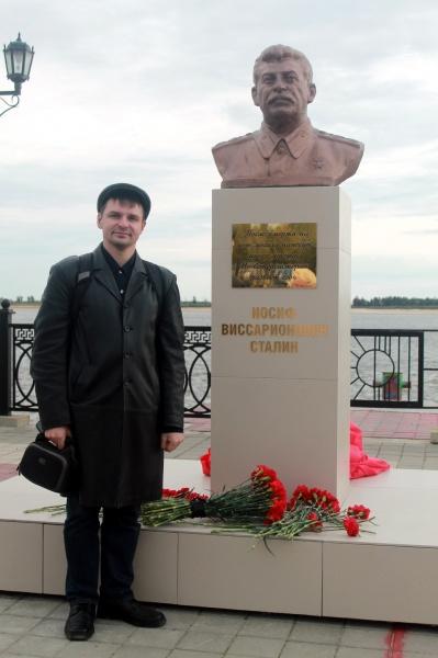 Бюст Сталину 3.jpg