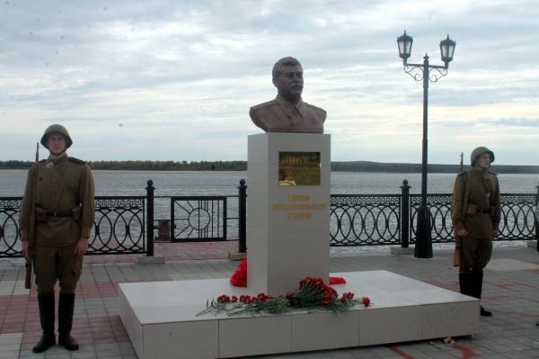 Бюст Сталину 4.jpg