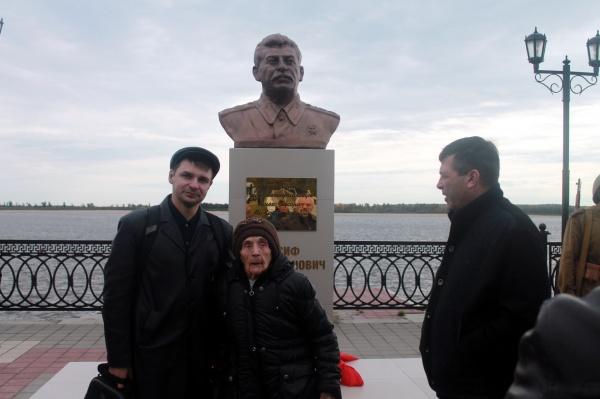 Бюст Сталину 5.jpg