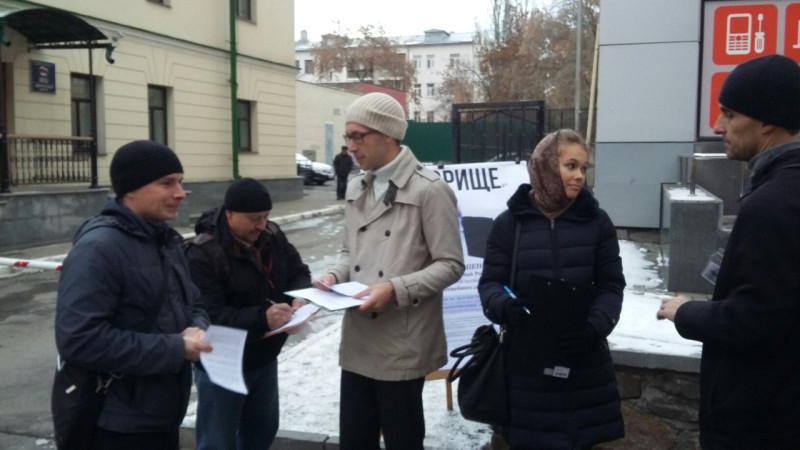 Пикет в Екатеринбурге подписи.jpg