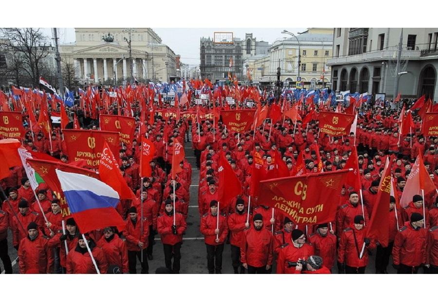 Красный марш и триколоры.jpg