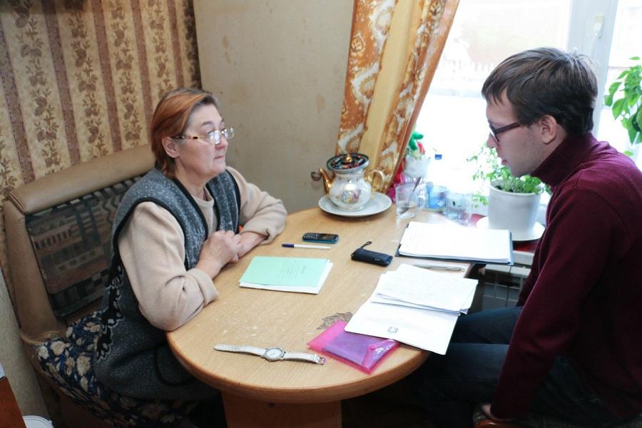 Бабушка отнятых девочек и Артём Брусницын.jpg