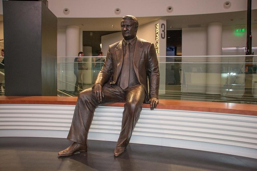 27 Екатеринбург Ельцин центр экспозиция памятник.jpg