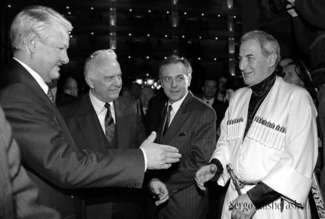 Ельцин и вор Иоселиани.jpg