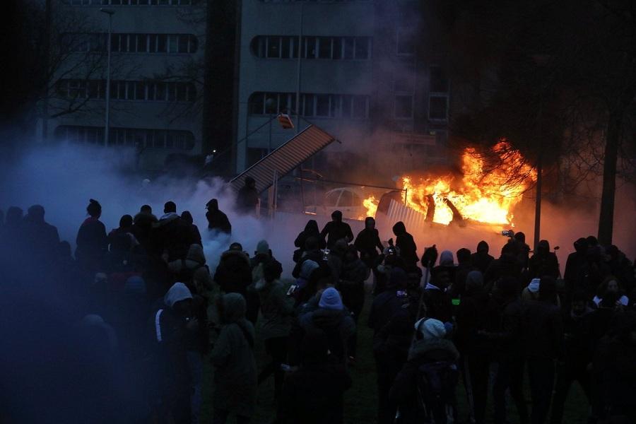Протесты в пригороде Парижа.jpg
