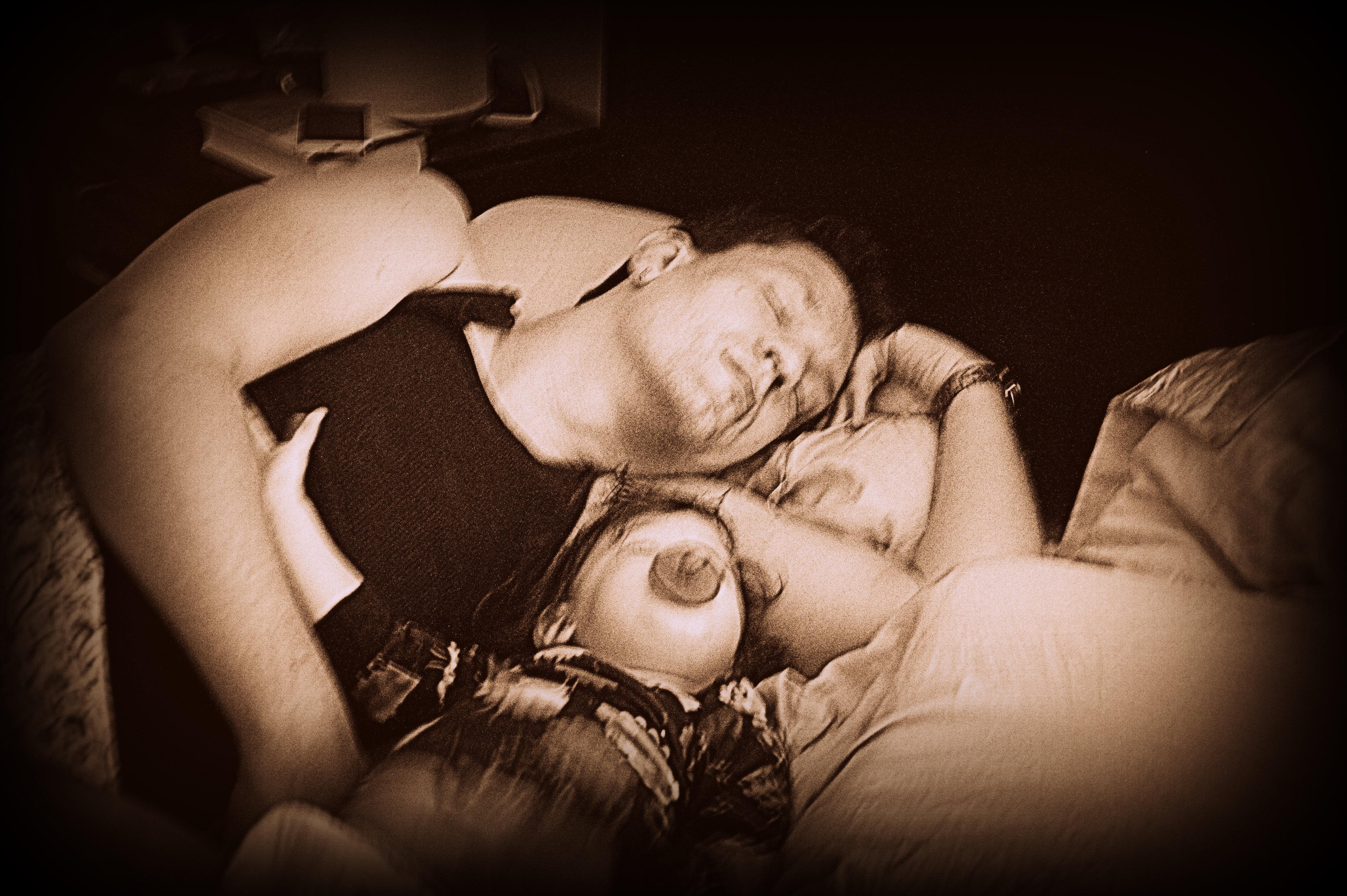 Смотреть дочка спит с папа 15 фотография