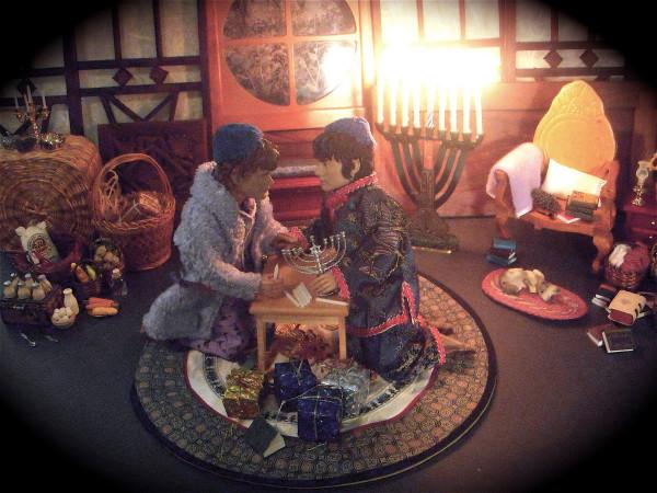 Chanukah Chobbits Shamash Candle 12-09