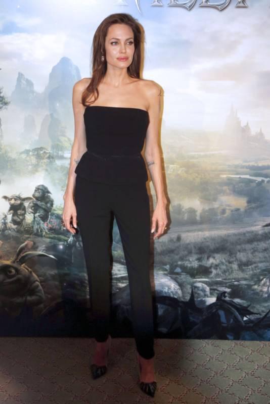 04_Angelina_Jolie_Elle_Fanning_Paris_2014