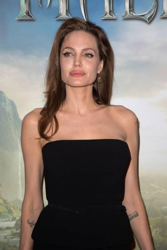 09_Angelina_Jolie_Elle_Fanning_Paris_2014