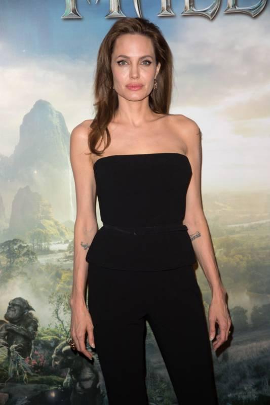 10_Angelina_Jolie_Elle_Fanning_Paris_2014