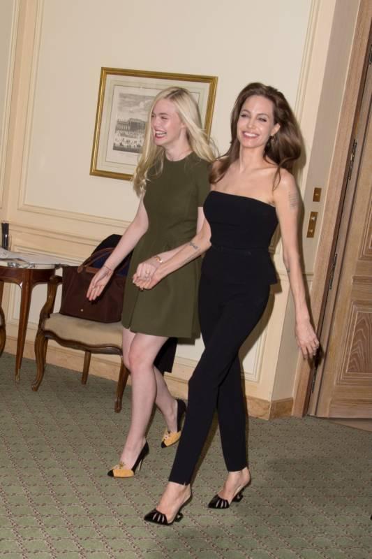 17_Angelina_Jolie_Elle_Fanning_Paris_2014