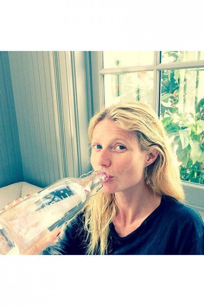 elle-02-celebs-no-makeup-selfies-gwyneth-sm-v-lgn