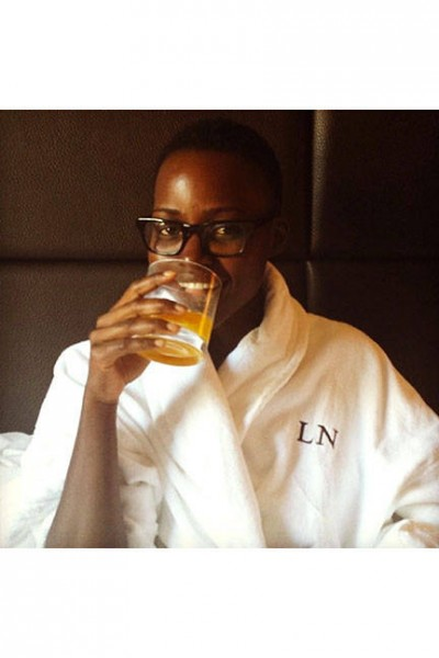 elle-05-celebs-no-makeup-selfies-lupita-nyongo-no-makeup-v-lgn