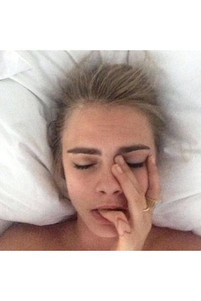 elle-07-celebs-no-makeup-selfies-cara-v-lgn