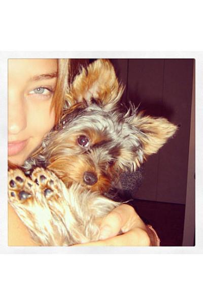 elle-14-celebs-no-makeup-selfies-miranda-kerr2-v-lgn
