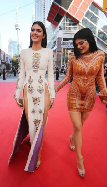 Платье разрез от талии