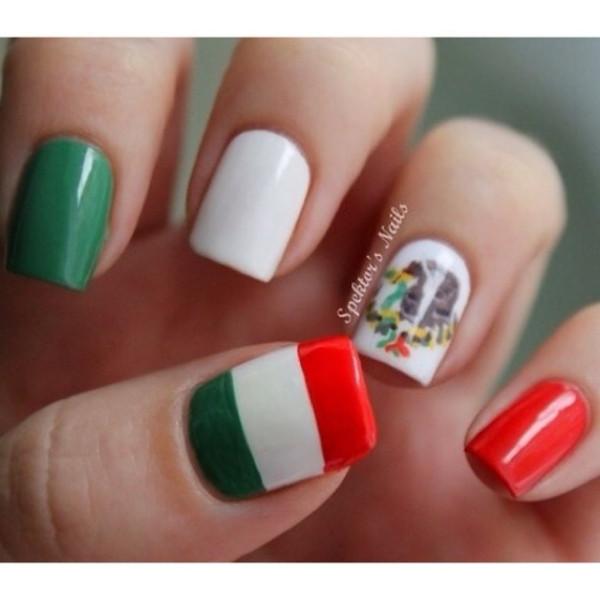 Маникюр с итальянским флагом