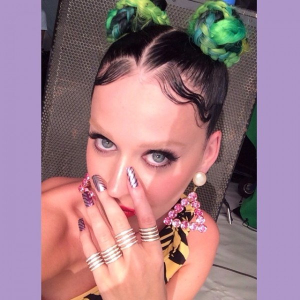 katy-perry-bleached-eyebrows