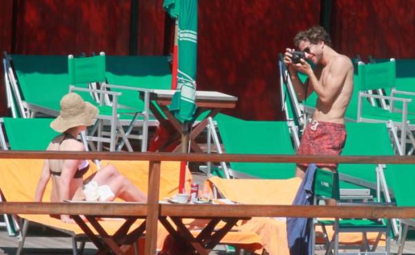 Лана дель Рей на пляже не стесняется явных недостатков своей фигуры
