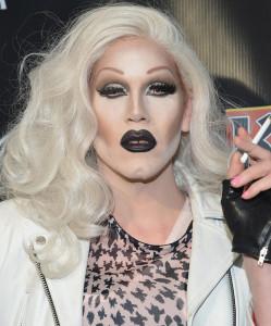 15 образов Drag Queen, или как мужчина при помощи макияжа может превратиться в женщину