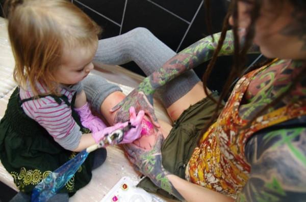Девочка-татуировщик - когда важен не рисунок, а кто его делает