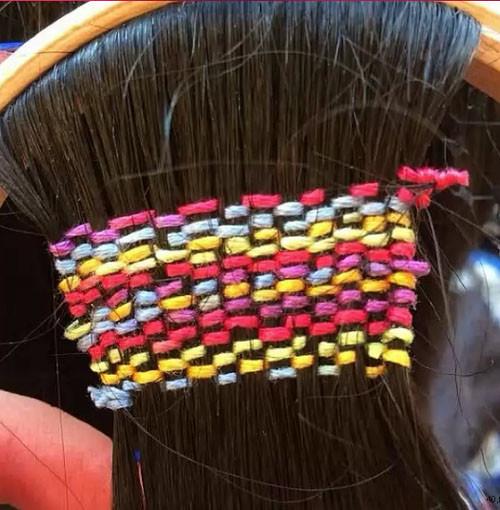 Вышивка на волосах: новый способ украсить прическу