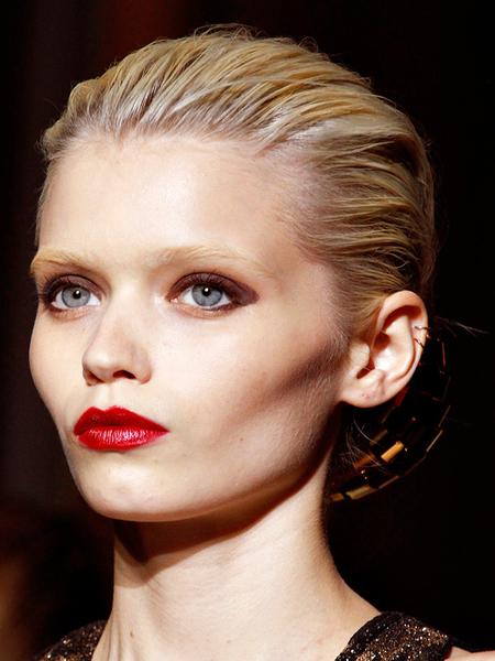 Новый бьюти-тренд - обесцвеченные брови