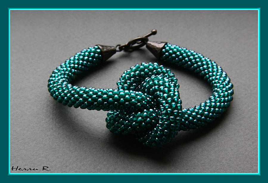 Вязание бисером браслет жгут