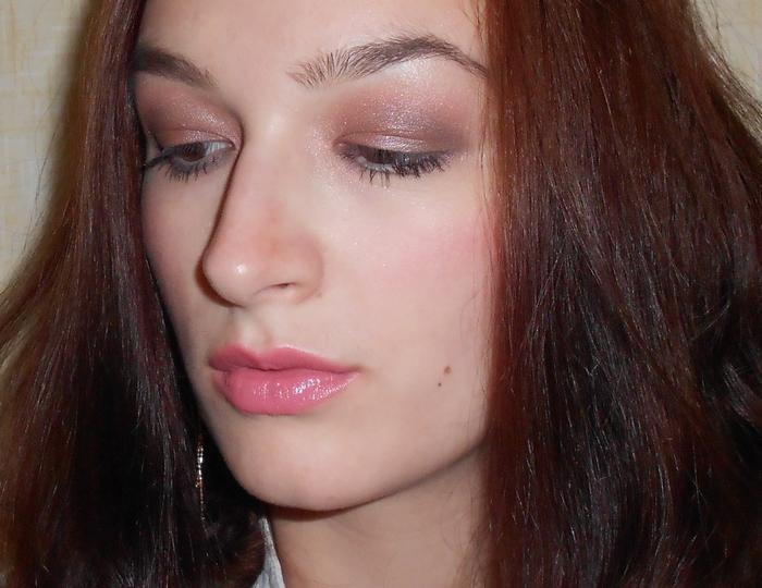 4 нюдовый макияж,тушь Maybelline Volum Express Curved Brush,тени Avon Pink Sands,тональный крем YSL Teint Radiance Perle,помада Avon Pout Creme