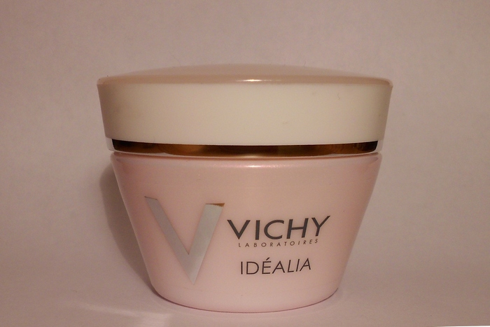 Vichy laboratories Idealia smoothing and illuminating cream for dry skin