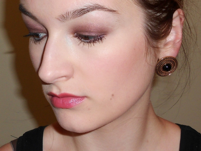 make up with Burberry eyeshadow #mulberry, Dior addict lipstick #backstage