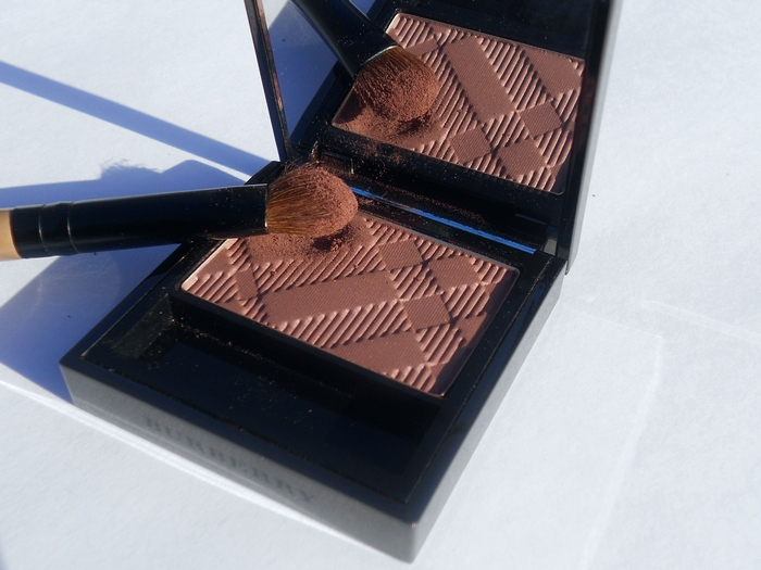 Burberry beauty sheer eye shadow No.10 Antique Rose (photos, swatch, review, look, make up)