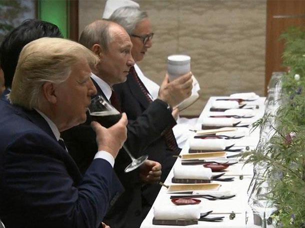 Путин и стакан.jpg