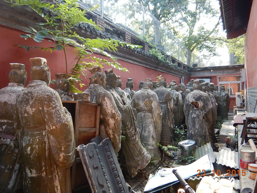 В храме Конфуция. (Очередь в вечность...).JPG