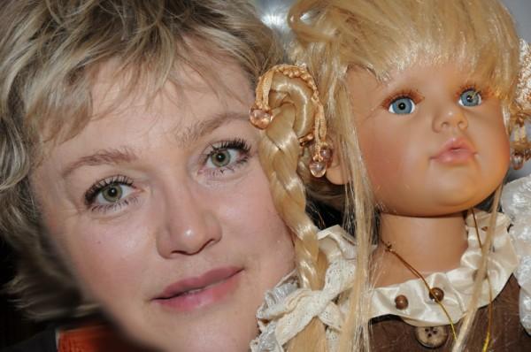 я с куклой2
