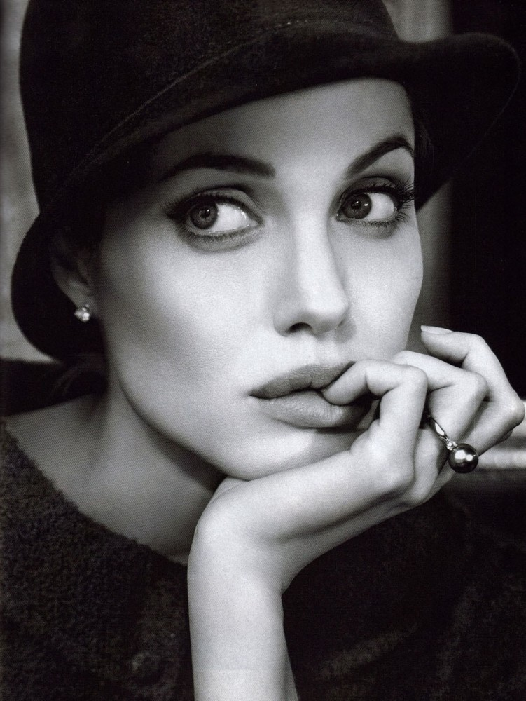 kinopoisk.ru-Angelina-Jolie-427249