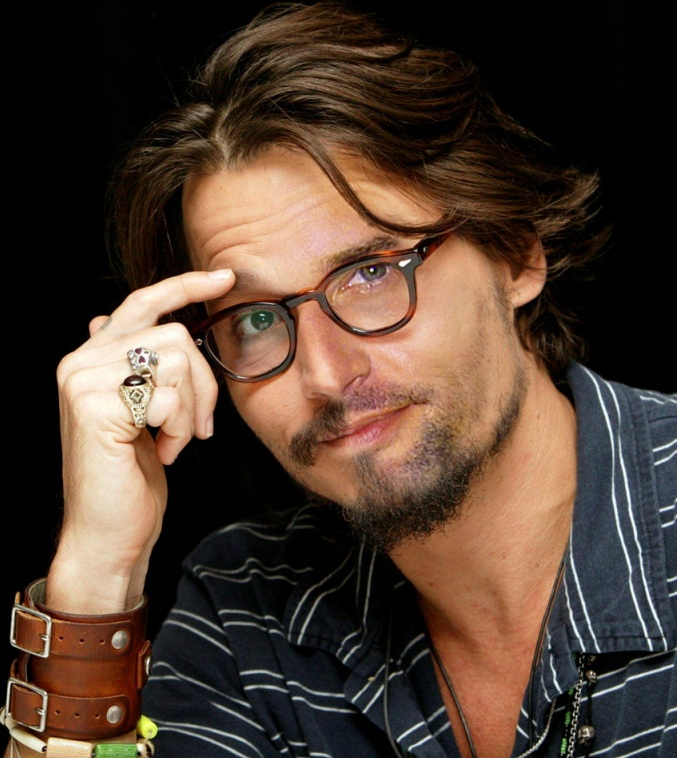 Johnny-Depp-Josh-Holloway-31776